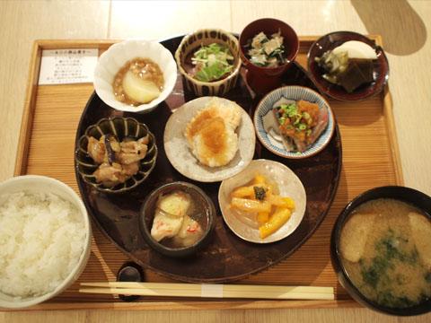 ちょっぴり贅沢な休日ランチ AKOMEYAの小鉢膳