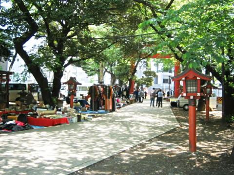 花園神社の青空骨董市