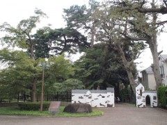 山本有三記念館の門前