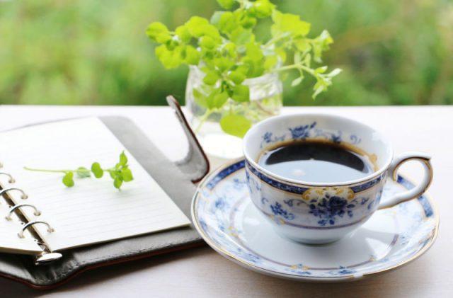 カフェでのんびり過ごす