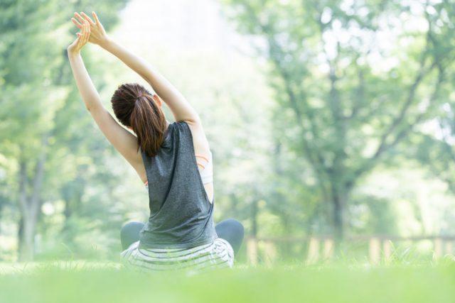 ヨガやストレッチ、瞑想をする